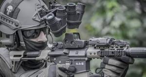 عینک دید در شب دارپا به کمک سربازان میآید