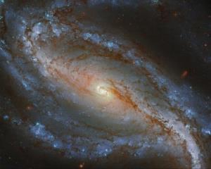 تصویر هابل از یک کهکشان مارپیچی میلهای