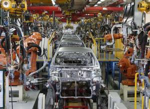 ضعف خودروسازان به دلیل نقش پررنگ دولت در این صنعت