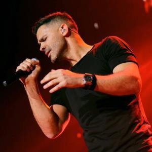 اجرای زنده و تازه منتشر شده آهنگ «اینجا جای موندن نیست» از سیروان خسروی