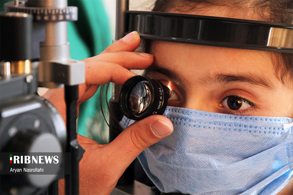 درمان بیماران توسط گروههای جهادی چشم پزشکی در کردستان
