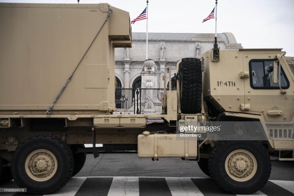 عکس/ کاخ سفید در حصار خودروهای زرهی و سیم های خاردار!