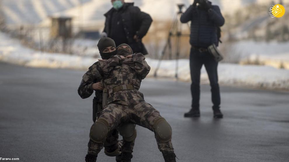 عکس/ تمرینات نظامی زنان یگان ویژه پلیس ترکیه