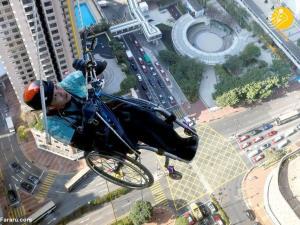 صعود به آسمان خراش با ویلچر