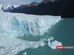 لحظه هیجان انگیز ریزش یخچال طبیعی