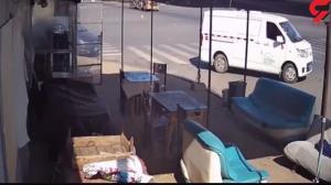 کامیون روی یک ون چپ کرد!