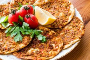 غذای ملل/ لاهماجون از غذاهای محبوب و پرطرفدار ترکیه ای