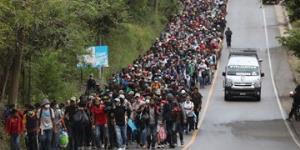 حرکت هزاران مهاجر به سمت مرزهای آمریکا در پی وعدههای بایدن