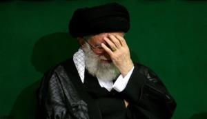 شعرخوانی اشکآلود درباره شهادت حضرت زهرا (سلامالله علیها) و واکنش رهبر انقلاب