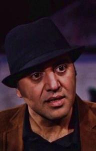 شهرام شاه حسینی در سکانسی از سریال «همه چیز آنجاست»