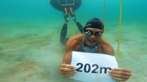 شکستن رکورد بلندترین شیرجه زیر آب