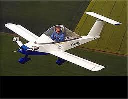 سقوط هواپیمای تک سرنشین در مزرعه!