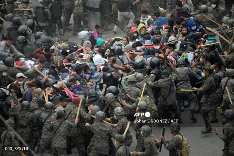 درگیری پلیس گواتمالا با مهاجران آمریکای جنوبی