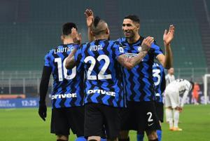 برتری اینترمیلان در نیمه اول دربی ایتالیا
