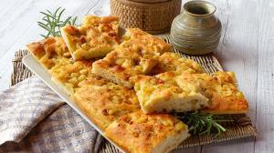 پخت نان سنتی ایتالیایی فوکاچیا؛ خوشمزه و پرطرفدار