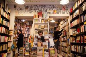 جوایز ادبی در کشورهای اسپانیا و انگلیس با داستان کوتاه شروع شده است