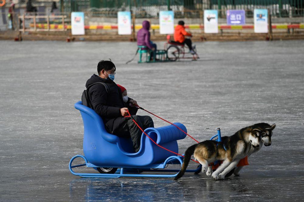 سورتمه سواری بر روی دریاچه یخ زده