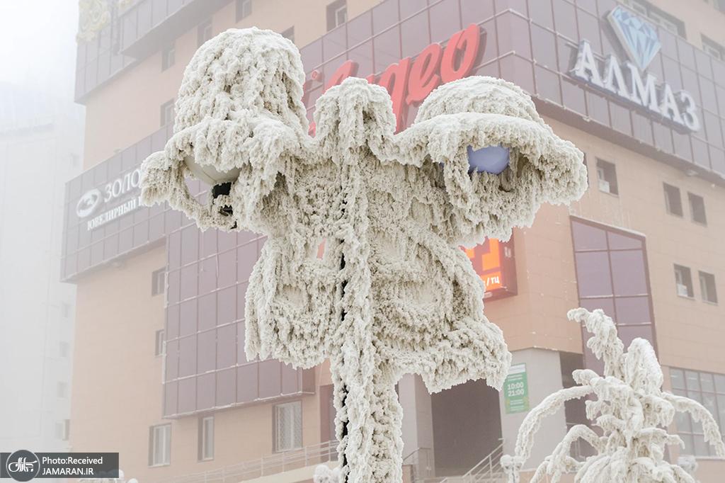 چراغی یخ زده در سرمای روسیه