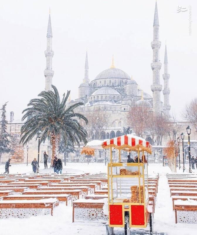 استانبول پیراهن سفید برفی به تن کرد