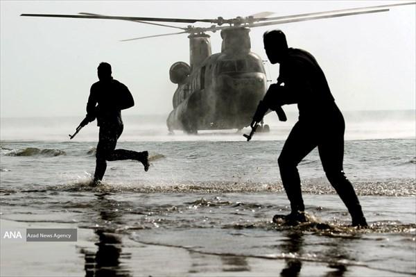 تصاویری جذاب از رزمایش ارتشی ها در آب های مکران