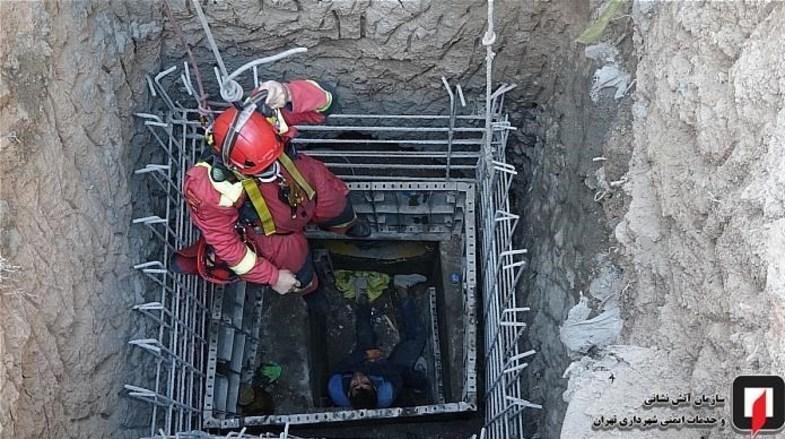 سقوط کارگر به گودال 7 متری