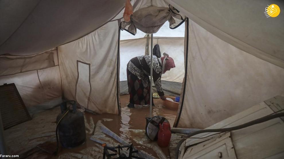 عکس/ مصیبت در ادلب؛ آبگرفتگی چادرهای آوارگان
