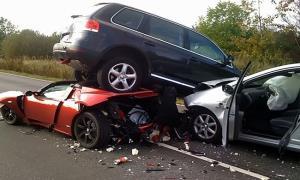 تصادف هولناک دو خودرو در هوای برفی
