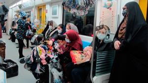 اینجا هیچ کس سر جایش نیست؛ دستفروشی در مترو تهران