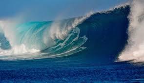 موج سواری روی موج های 10 متری
