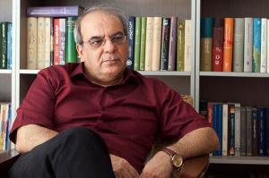 کنایه عباس عبدی به اظهارات عجیب یک نماینده در مورد رانندگان تاکسی