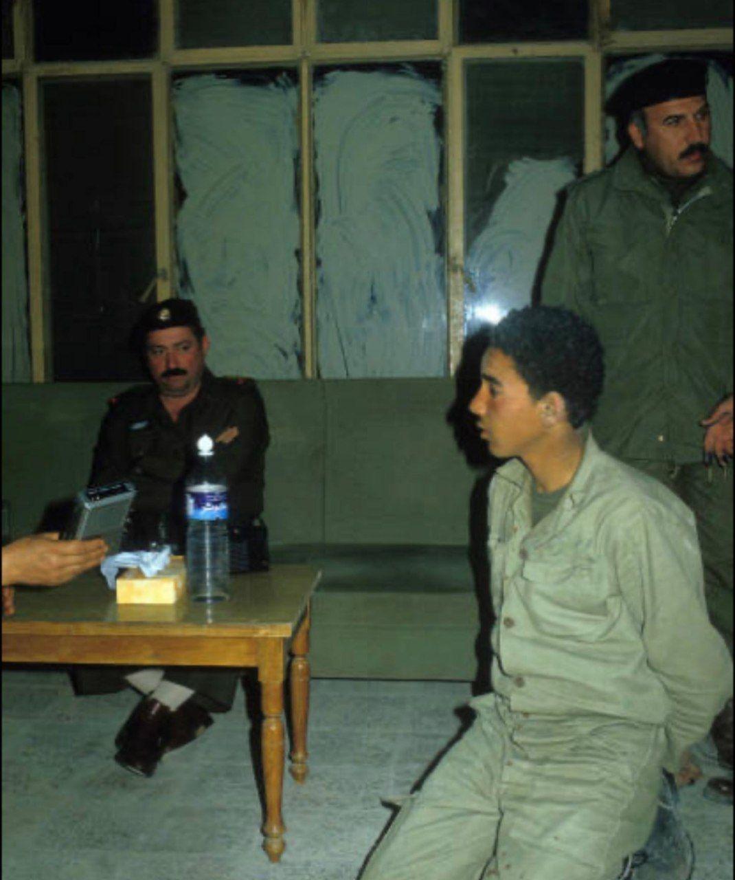نوجوان آزاده ایرانی در اسارت ارتش عراق