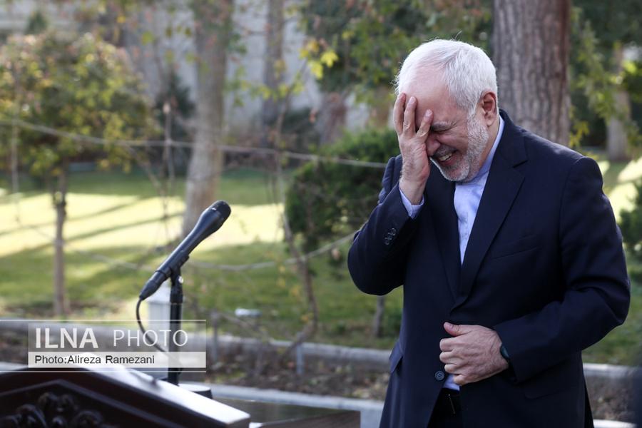 عکس/ خنده های ظریف هنگام پاسخ به خبرنگاران