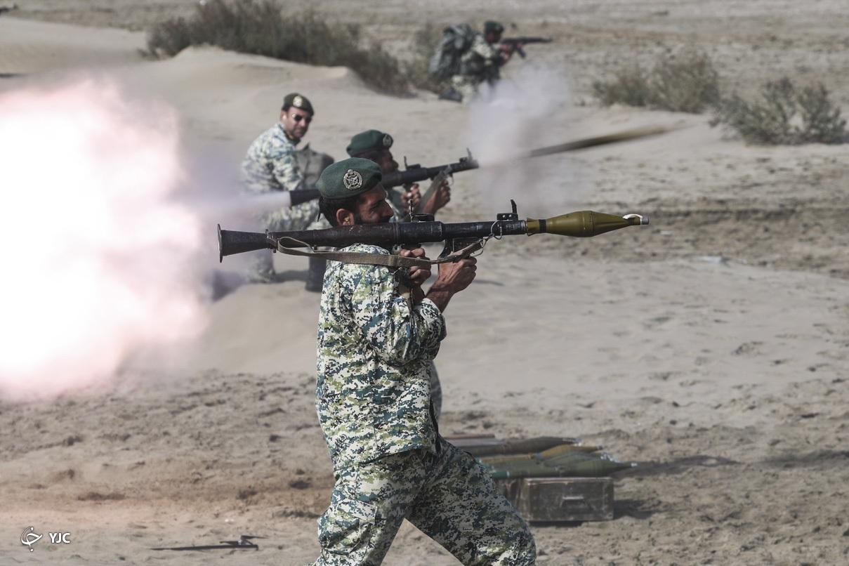 عکس/ لحظه شلیک آرپی جی در رزمایش اقتدار