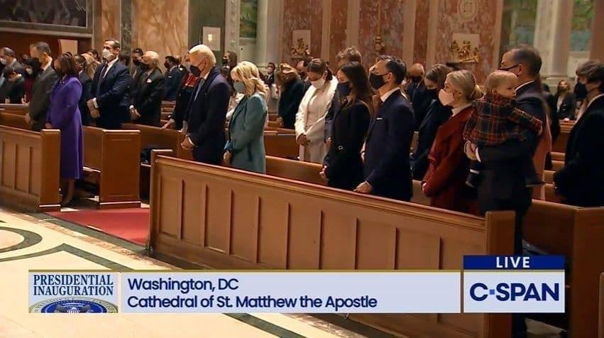جو بایدن در کلیسای  متیو پیش از مراسم تحلیف