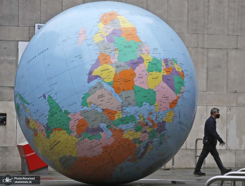 مجسمه غول پیکر کره ای زمین