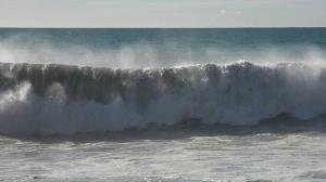 دریا طوفانی میشود صیادان به دریا نروند