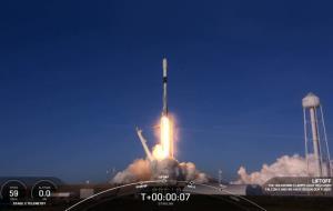 نخستین سری ماهوارههای اینترنت استارلینک سال ۲۰۲۱ در مدار قرار گرفت