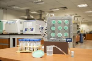 این هواژل اسفنجی شکل مولکولهای هوا را به آب آشامیدنی تبدیل میکند