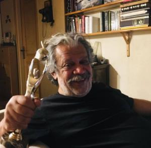 تندیس بهترین بازیگر جشنواره فیلم ایرانی برای «حسن پورشیرازی»