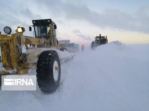 برف و کولاک راه ارتباطی ۱۵ روستای هشترود را مسدود کرد