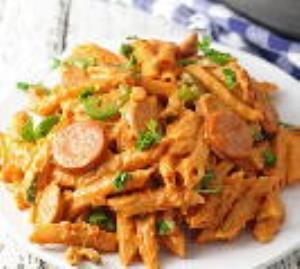 طرز پخت پاستا فوری با سوسیس بسیار خوشمزه و لذیذ
