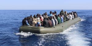 دهها مهاجر بر اثر واژگونی قایقشان در دریای مدیترانه جان باختند