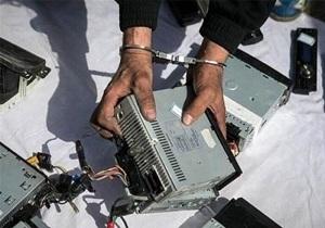 سارق قطعات و محتویات خودرو در اراک دستگیر شد