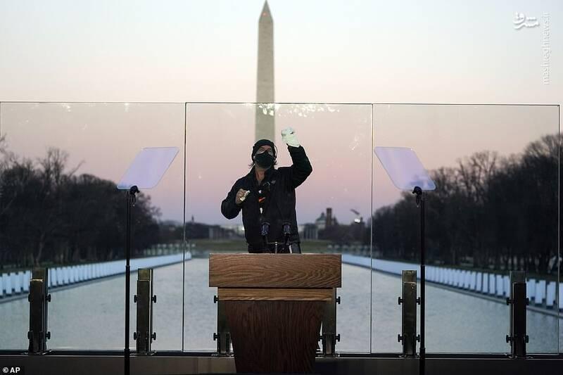 نصب شیشه ضدگلوله در محل سخنرانی بایدن