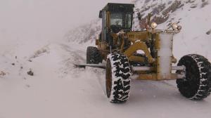 برف و کولاک محورهای شمالی دامغان به استان مازندران را مسدود کرد