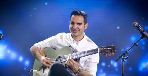 اجرای زنده آهنگ «من» در کنسرت توسط محسن یگانه