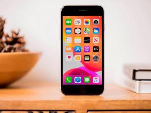 LG تولید پنلهای LCD برای گوشیهای آیفون اپل را متوقف کرد