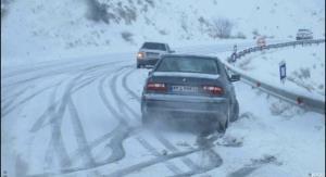 ۷۰۰ دستگاه خودرو در کردستان از برف رهاسازی شد