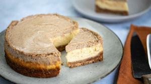 طرز تهیه چیزکیک زنجبیلی با پایه کیک در فر