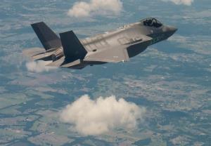 امارات قرارداد خرید ۵۰ فروند جنگنده اف ۳۵ از آمریکا را امضا کرد